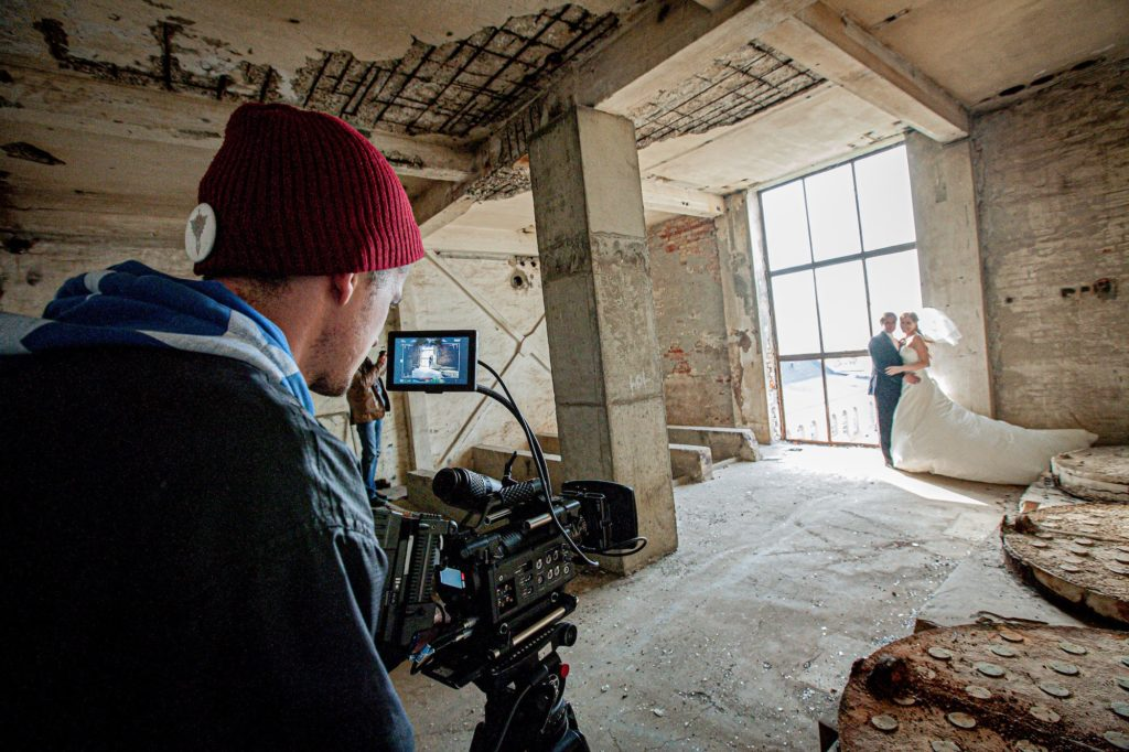 how-to-find-a-wedding-videographer-service-01