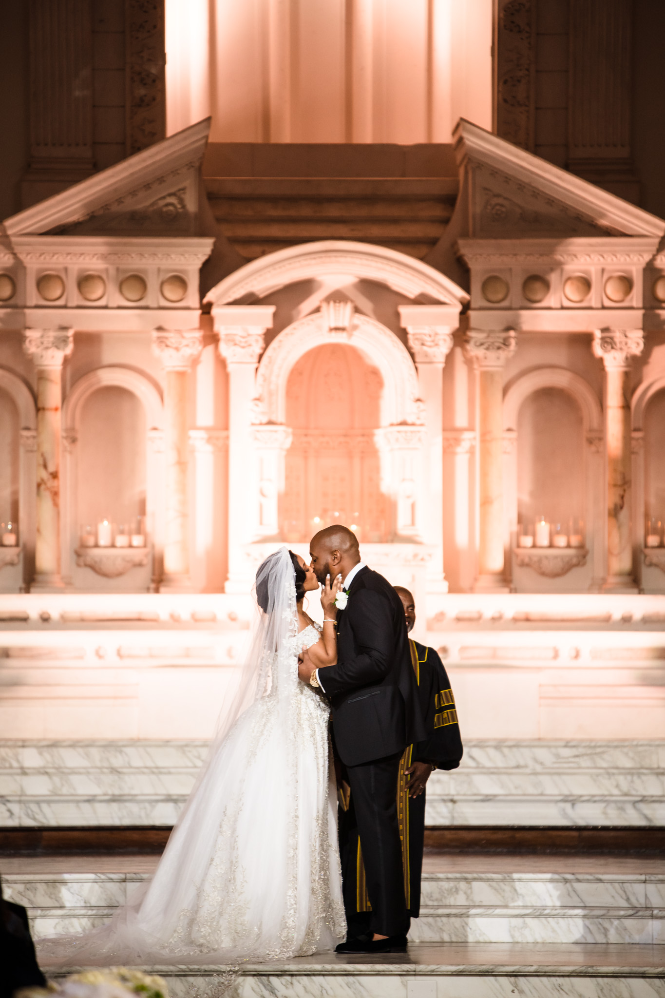 wedding-first-kiss-tips-and-ideas