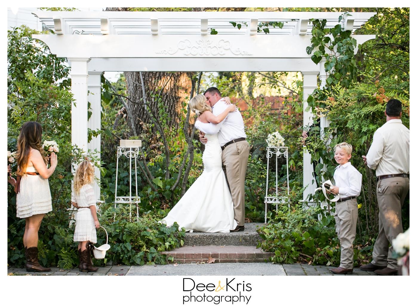 newscastle wedding gardens wedding dee and kris photography